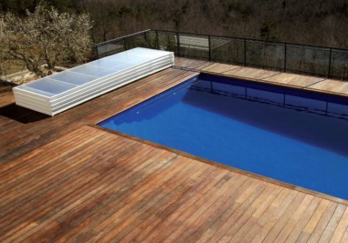 abri-plat-range-en-bout-de-piscine
