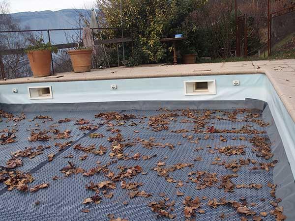 protection-piscine-feuille-automne