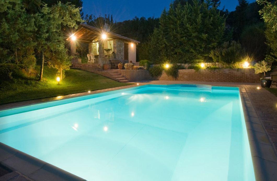 photo-liner-piscine-vert-caraibe-nuit