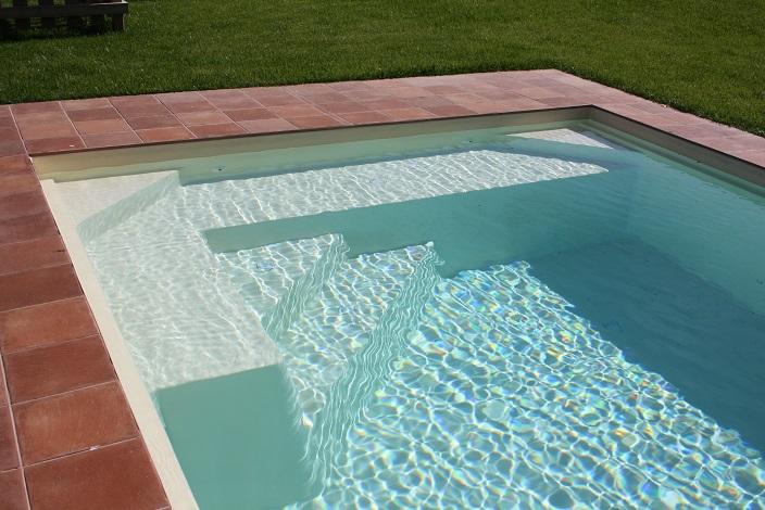 piscine coque avec banquette graf pals distripool. Black Bedroom Furniture Sets. Home Design Ideas