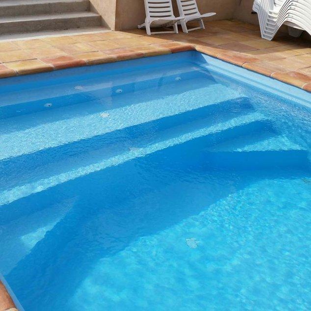 piscine coque polyester salou escalier plage distripool. Black Bedroom Furniture Sets. Home Design Ideas