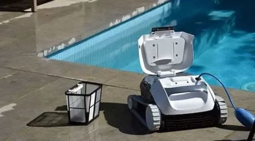 redimensionne__500x277_Robot piscine dolphin E10 photo 3