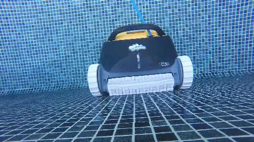 Robot-piscine-Dolphin-E30--brosse-active
