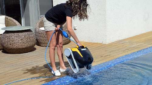 robot-piscine-DOLPHIN-E20-fond-et-parois-leger-2