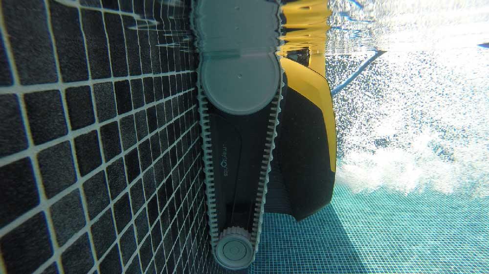 robot-piscine-DOLPHIN-E20-fond-et-parois