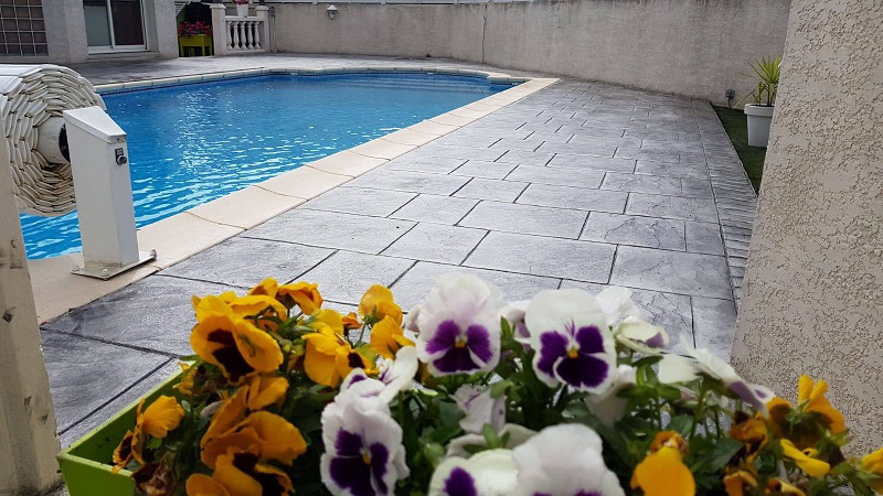 beton-imprime-motif-Dalle-Gris